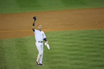 Derek Jeter tips his cap to the Yankee fans (Photo: Stefanie Gordon)